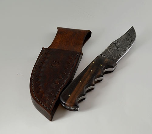 854 - finger groove Damascus hunting knife